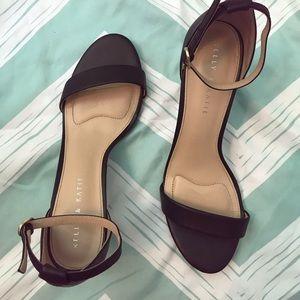 Kelly & Katie Heels Size 10 - 2 1/2 inch heel